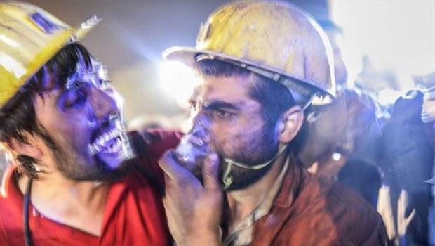 Photo of Soma madende trafo patladı çok sayıda ölü var