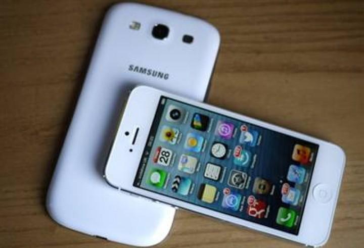 Akıllı telefonlarda, Carrier IQ skandalı.